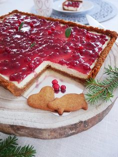 Cheesecake med lingon och pepparkaka | erikasfikastund Swedish Christmas Food, Christmas Sweets, Christmas Baking, Christmas Ideas, Delicious Desserts, Yummy Food, Tasty, Cheesecake Recipes, Dessert Recipes