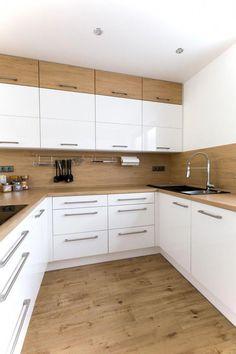 Bílá kuchyně s americkou lednicí Kitchen Room Design, Kitchen Cabinet Design, Modern Kitchen Design, Home Decor Kitchen, Interior Design Kitchen, Scandinavian Kitchen Cabinets, Modern Kitchen Cabinets, Luxury Kitchens, Home Kitchens