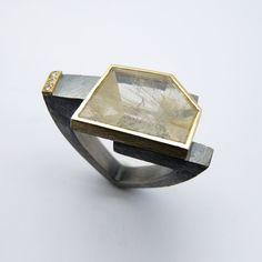 Anell de plata, or groc de 18q, tres diamants talla brillant i un quars rutilat - PEÇA ÚNICA