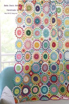꽃들의 향연 - 꽃 모양 모티브 블랭킷 도안 , 손뜨개 커튼 만들기 [ 앵콜스뜨개실 , 벨라디아 ] : 네이버 블로그 Sofa Covers, Love Crochet, Crochet Doilies, Diy And Crafts, Cushions, Blanket, Store, Tricot, Ideas