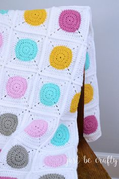 Circle to Square Granny Square Blanket - Free Pattern by : Circle to Square Gra. Circle to Square Granny Square Blanket – Free Pattern by : Circle to Square Granny Square Blanke Granny Square Crochet Pattern, Crochet Squares, Crochet Blanket Patterns, Crochet Granny, Baby Blanket Crochet, Crochet Cushions, Crochet Blocks, Crochet Pillow, Afghan Patterns