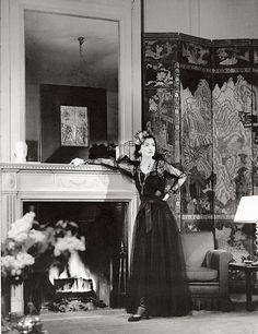 Coco Chanel dans son appartement de la rue Cambon, en 1937