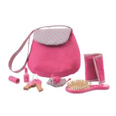 This handbag kate looks so cute and has everything the little miss might need: keys, wallet, money bag, lipstick and hairbrush. Sizes: 20 x 20 x 4 cm Age: 3+