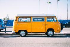 yellow minivan on parking lot photo – Free Transportation Image on Unsplash Voyage En Camping-car, Location Camping Car, Rain Cap, Hd Photos, Stock Photos, Monospace, Der Bus, Camping Hacks, Travel Hacks