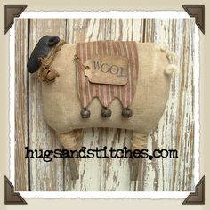 Country Crafts and Primitive Country Decor Country Crafts und primitiven Land Dekor handwerk Primitive Country Crafts, Primitive Sheep, Americana Crafts, Primitive Patterns, Country Decor, Primitive Decor, Primitive Christmas Ornaments, Felt Ornaments, Christmas Crafts