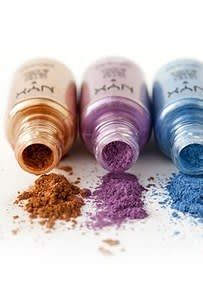 19 Eyeshadow Basics Everyone Should Know: Choose the eyeshadow formula that works best for what you want. Eyeshadow For Blue Eyes, Eyeshadow Basics, Beginner Eyeshadow, Eyeshadow Pencil, Blending Eyeshadow, How To Apply Eyeshadow, How To Apply Mascara, How To Apply Makeup, Eyeshadow Makeup