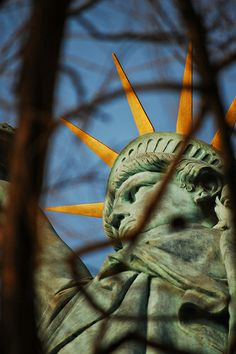 Paris -Statue of Liberty, shot in Paris, 2009 by Paul, via Flickr (CC BY-NC-ND 2.0)