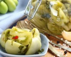 Recette de Pickles de tomates cerises vertes Garlic Recipes, Green Tomatoes, Pickles, Potato Salad, Low Carb, Cooking, Ethnic Recipes, Food, Healthy Recipes