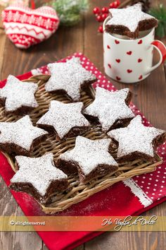 Stelle al cioccolato Gingerbread Cookies, Christmas Cookies, Woodland Cake, Cake & Co, Mini Cheesecakes, Mini Desserts, Sweet Bread, Confectionery, Food Art