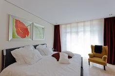 Weiße moderne #Decke mit einfachen #Strahlern. #Minimalistisches #Design.