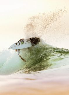John John Florence, the next World Champion, but not till slater wins Surf 2, Skate Surf, John John Florence, Windsurfing, Longboarding, Surf Style, Mellow Yellow, Strand, Surfboard