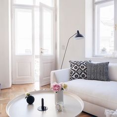let the sunshine in … a beautiful Saturday you guys. Serge Mouille, Sofa, Couch, Scandinavian Interior, Clean Lines, Sunshine, House Design, Mantis, Let It Be