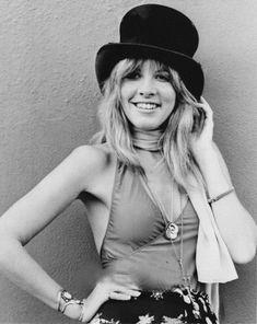 Stevie Nicks Witch, Stevie Nicks Fleetwood Mac, Stevie Nicks Costume, Stevie Nicks Quotes, Stevie Nicks Young, Style Hippy, Hippie Chic, Julia Roberts, Sandra Bullock