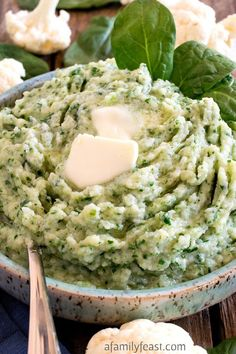 Healthy Recipes This Mashed Cauliflower and Spinach is a quick and easy way to eat your veggies. (Easy to adapt to - This Mashed Cauliflower and Spinach is a quick and easy way to eat your veggies. (Easy to adapt to Paleo Recipes, Low Carb Recipes, Whole Food Recipes, Cooking Recipes, Low Fat Vegetarian Recipes, Cooking Tips, Dessert Recipes, Alkaline Recipes, Cod Recipes
