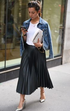 Black Pleated Skirt Outfit, Midi Skirt Outfit, Long Skirt Outfits, Winter Skirt Outfit, Skirt Pleated, Midi Skirts, Pleated Dresses, Black Skirts, Pencil Skirts