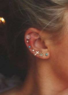 Goooossshhh I love earrings and piercings...and I've really thought bout getting it all the way up.