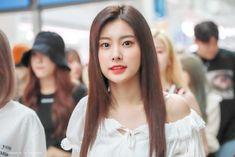 Ulzzang Girl, Yuri, Girl Group, Celebrities, Beautiful, Girls, Fashion, Toddler Girls, Moda