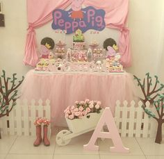 Love the fence amd boots Pig Birthday, Baby Girl Birthday, Unicorn Birthday Parties, Birthday Party Decorations, Bailarina Vintage, Kids Party Tables, Cumple Peppa Pig, Pig Party, First Birthdays