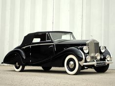 """oldschooliscool: """" 1947 Rolls-Royce Silver Wraith Drophead Coupe with coachwork by Franay. Retro Cars, Vintage Cars, Antique Cars, Rolls Royce Silver Wraith, Classic Rolls Royce, Rolls Royce Cars, Cars 1, Classic Mercedes, Commercial Vehicle"""