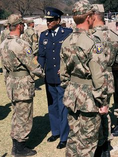 Military Weapons, Military Uniforms, South African Air Force, Green Beret, Defence Force, African History, Special Forces, Cold War, Military History