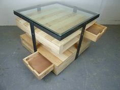 Pallet coffee table (+metal) #PalletCoffeeTable, #PalletTable