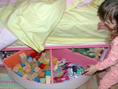 under-bed-lazy-susan-toy-box.jpg   Way too easy.  Time to do this ASAP!!!!!!  I wish my brain worked like this.  Clearly Thinking outside the box!