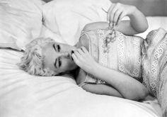 Mairlyn Monroe - USA. Illinois. Bement. Marilyn Resting. 1955. (Magnum Photos)