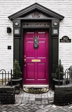 Very beautiful color door Door Knocker is awesome