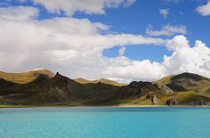 the landscape around the turquoise Lake  Yamdrok Yutso, Tibet by reurinkjan, via Flickr