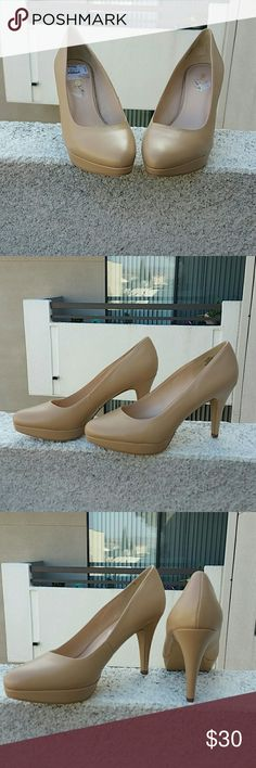 "Beige/cream heels Small 1"" platform raise, 3"" heels. Brand new, never worn, I do not have it's original box. Perfect with jeans styled with a button down blouse. Nine West Shoes Heels"