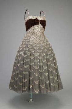 Ball gown cut in coktail length, 1951. Tulle, glass beads, sequins. Christian Dior, Paris