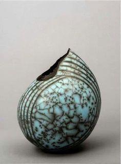 """canon-in-g: """" Raku sculpture by Hilary Simms """" Pottery Handbuilding, Raku Pottery, Pottery Sculpture, Pottery Art, Kintsugi, Keramik Design, Sculptures Céramiques, Keramik Vase, Paperclay"""