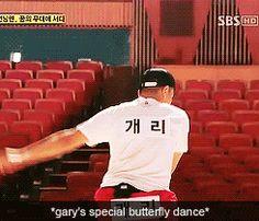 Gary's Butterfly Dance [gif] via Running Man Gifs Running Man Funny, Running Man Song, Running Man Cast, Ji Hyo Running Man, People Running, Korean Tv Shows, Korean Variety Shows, Running Inspiration, Family Outing