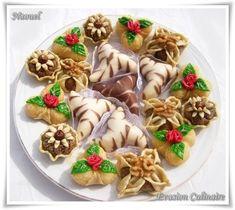 Je partage avec vous les pâtisseires que j'ai préparé et vous transmet mes meilleurs voeux en l'occasion de l'Aïd. En détail: Arayechs zèbrés Trèfles fleuris à la noix de coco El yasmina (le jasmin) Mini tartelettes noisettes et fève tonka °° AIDKOM MOUBARAK...