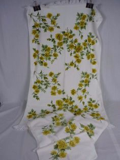 e5d79860cad3 Set Vintage Martex White w  Gold Roses Floral Towels 2 Bath 1 Hand 1  Washcloth. Vintage BathroomsWashing ClothesHand TowelsVera BradleyOld ...