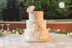 3 layers wedding cak