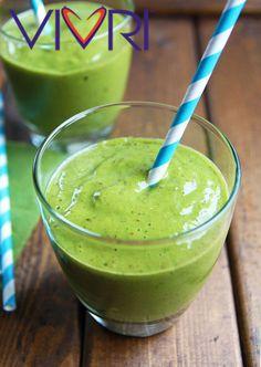 Tropical smoothie Ingredientes: 2 plátanos 1 taza de cilantro fresco 1 taza de mango congelado 1-2 tazas de agua de coco Llevar a la licuadora todos los ingredientes y drifrutar! #VIVRI #smoothie #saludable
