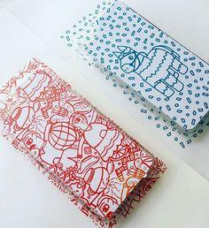 """🌟¡Nuevo producto en Kinoko!🌟 📱¡Cases impresas en serigrafía! Con diseños de """"Calenda"""" y """"Piñata"""" 🍄 Próximamente a la venta. #kinokeate #kinokeando #consumelocal #consumemexicano #diseñomexicano #oaxaca #mexico #patterndesign #pattern #print #serigrafía #serigraphy #printisntdead #printmaking #desing #fiesta #calenda #oaxaqueña #cultura #tradicion #piñata #burrito #color #cases #caseiphone #artprint #printdesign #fundas"""