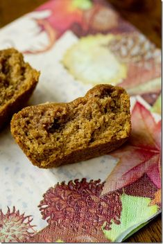 Gluten-Free Pumpkin Muffins Made with Quinoa Flour - this way everyone at Thanksgiving can enjoy a pumpkin-y carb! #dairyfree #glutenfree