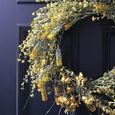 You have to see this #DIY spring wreath idea with wild spring flowers #HomeDecorIdeas @istandarddesign