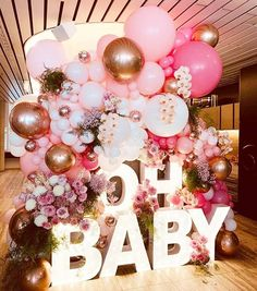 I have to share this stunning baby shower! Balloons Venue OH BABY letters Floral & styling Baby Shower Roses, Fotos Baby Shower, Idee Baby Shower, Baby Shower Garland, Baby Shower Balloons, Girl Shower, Shower Party, Baby Shower Parties, Baby Shower Themes