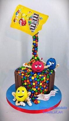 M&m's gravity cake by Othonas Chatzidakis Anti Gravity Cake, Gravity Defying Cake, Mnm Cake, Cupcake Cakes, Popcorn Cake, Cake Models, Cake Shapes, Crazy Cakes, Cool Birthday Cakes