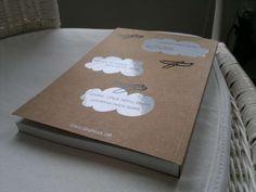 #COMIC #ILUSTRACION #CROWDFUNDING #VERKAMI - Libro terminado y listo para enviar a todos los mecenas de HORA ZULÚ by Sandra Uve y @Frigo Fingers - Hora Zulú es un proyecto de cómic de Sandra Uve. Una novela gráfica, de 144 páginas, en formato rústica, 17 x 24 cm, B/N y portada serigrafiada sobre cartulina Kraft.   +INFO: http://frigofingers.com y http://sandrauve.wordpress.com  CAMPAÑA verkami www.verkami.com/projects/3821