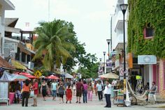 Go shopping... Main street Playa del Carmen (5th Avenue)