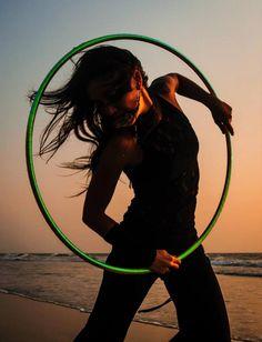 wind, sunset, hoop, peace.... Paola Berton (Italian hooper)