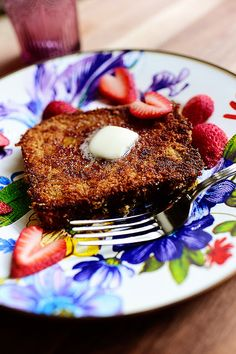 Yummy new Crunchy French Toast recipe from @thepioneerwoman! Loving it on our Flower Market Enamelware.