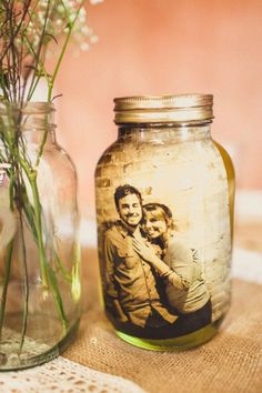 wedding photo display ideas-decorate your romantic photos in mason jars
