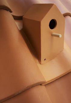 birhouse-roof-tile-close-up