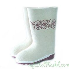 Women's white woolen winter boots with rubber sole and embroidery