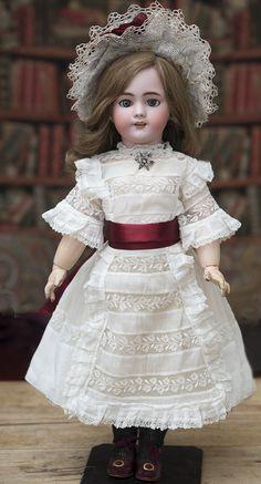 56 см Французская кукла DEP компании Jumeau/SFBJ, 1900е годы - на сайте антикварных кукол.